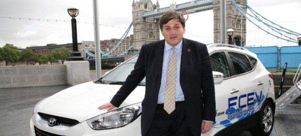 Kit-Malthouse-Deputy-Mayor-of-London-Chairman-of-the-London-Hydrogen-Partnership-with-Hyundai-ix35-Fuel-Cell-Electric-Vehicle-660x300