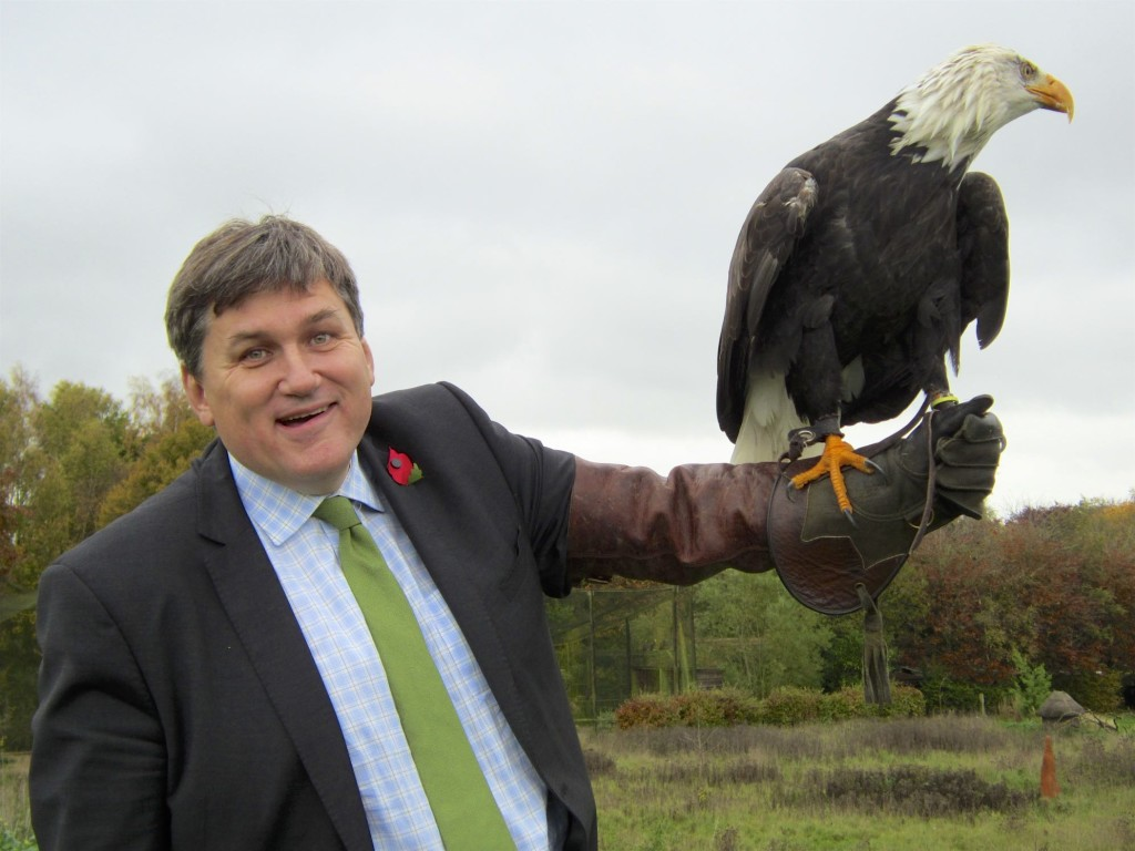 Kit Malthouse (MP) with Bald Eagle AL 301015 (14)